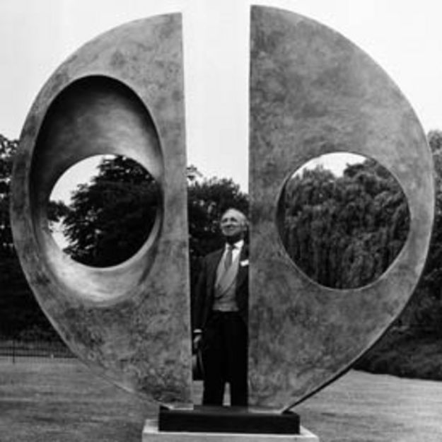 A heavy bronze Barbara Hepworth Sculpture that has been on show in Dulwich park for more than 40 years has been stolen overnight by suspected metal thieves.