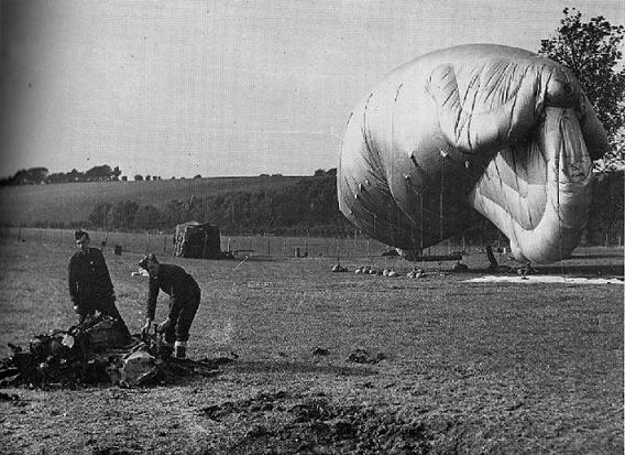 barrarge-balloon-crew-3a0256e686e8b2f5e932e7b514689a204ebb439c