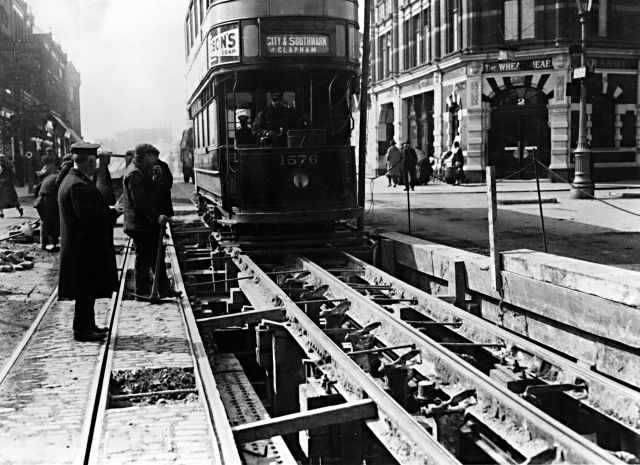 tram-track-repairs-1950-Keep the trams running