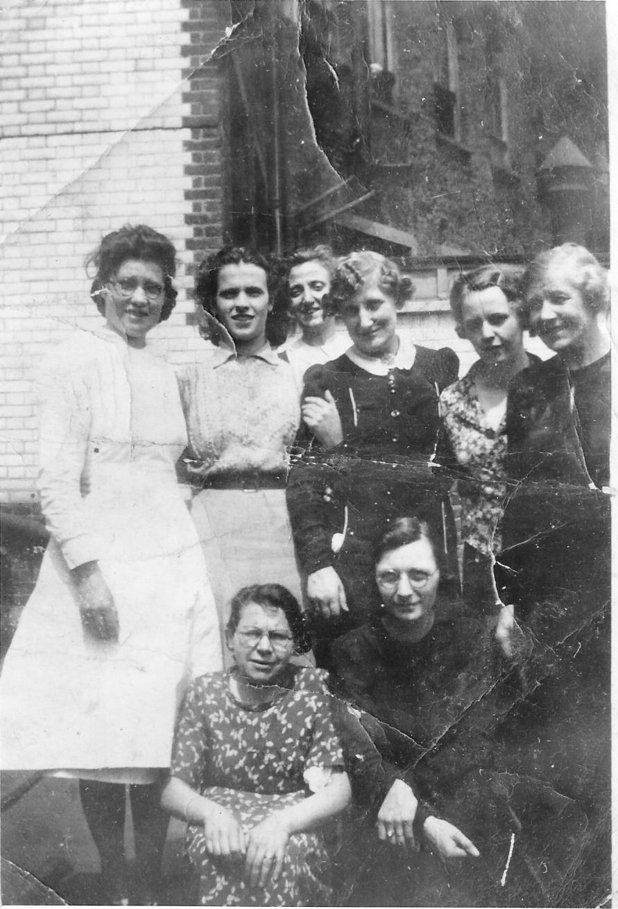Nanny Lampard 3rd from right and GAunt Edith far right Jones an0002